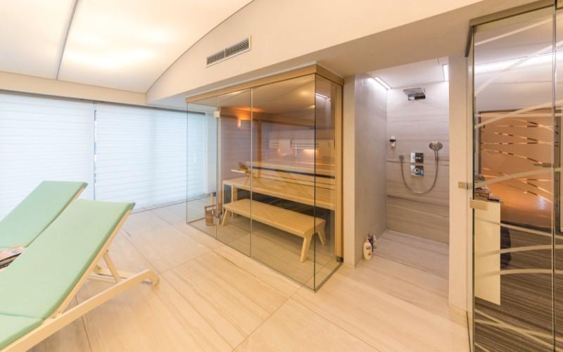 Prosklenná sauna Klafs v privátním wellness- referece Aquamarine Spa