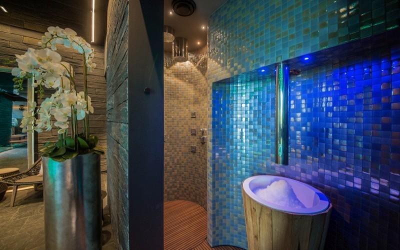 Odpočinková zóna luxusního wellness, pára a sauna Klafs