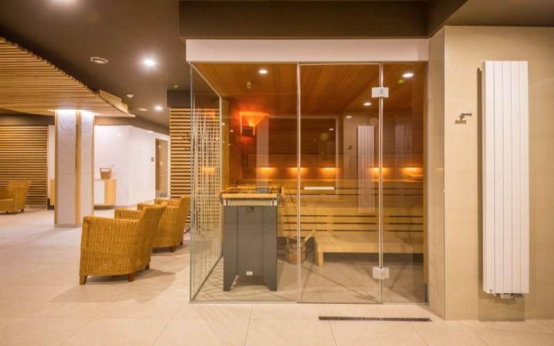 Velká komerční sauna Klafs v hotelovém wellness v Lázních Bělohrad