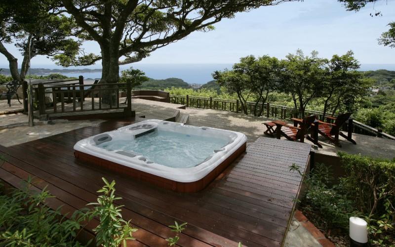 Luxusní vířivka Aquamarine Spa s lehátkem a perličkovou masáží