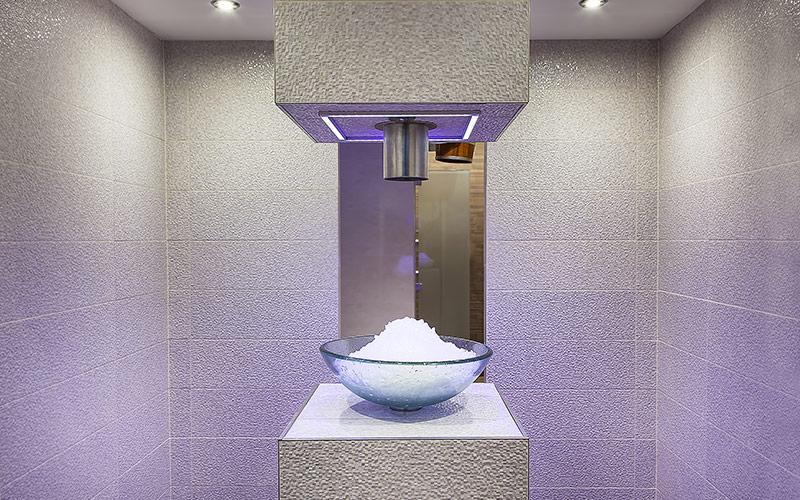Exkluzivní hotelové wellness s luxusním přelivným bazénem