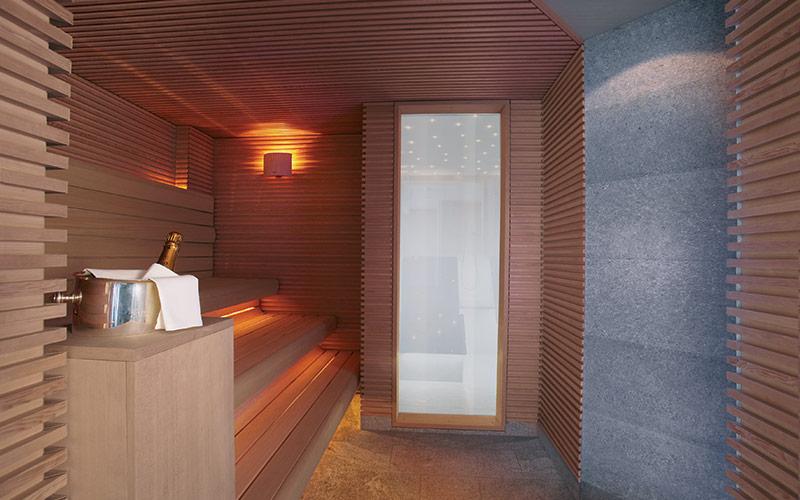 Velká sauna Klafs pro deset osob s designovým osvětlením