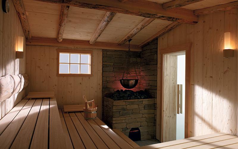 Venskovní srub s integrovanou saunou Klafs a unikátními kamny
