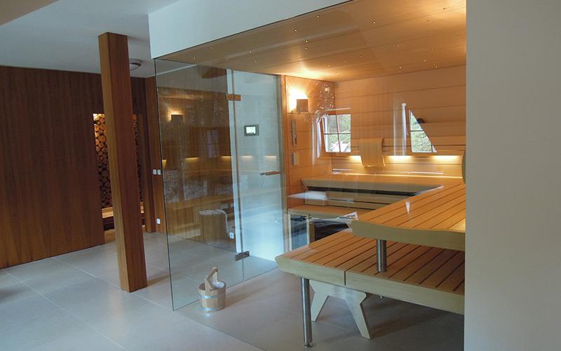 Unikátní sauna Klafs v podkrovní s prosklenými stěnami a hvězdným nebem