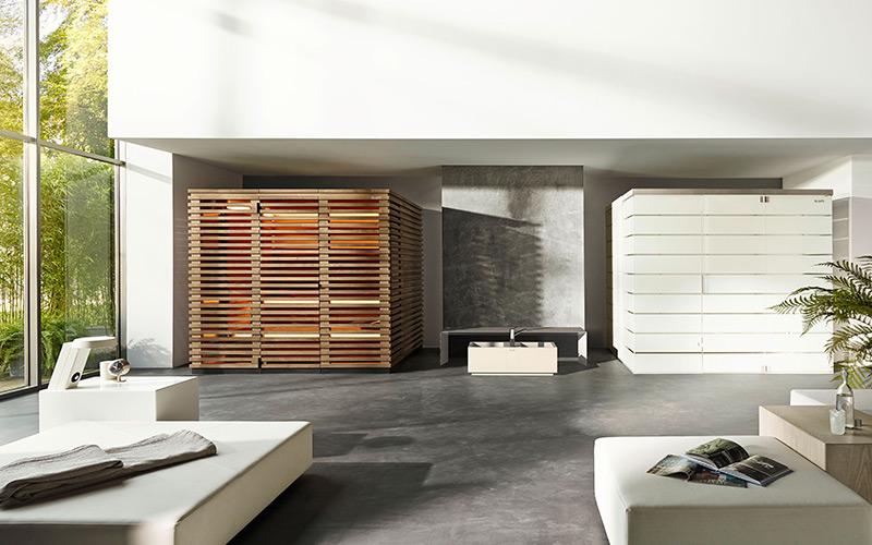 Designová finská sauna a pára Klafs Matteo v interiéru moderního domu