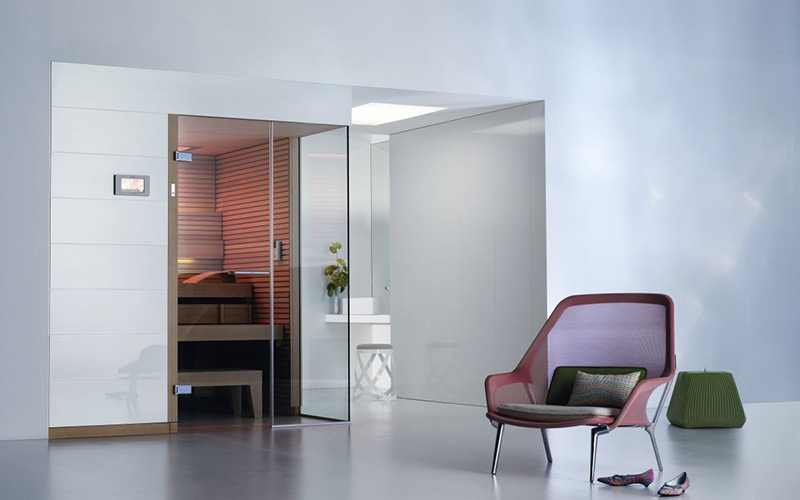 Finská sauna Klafs Pure s designovým vnitřím obložením dřevem Hemlock