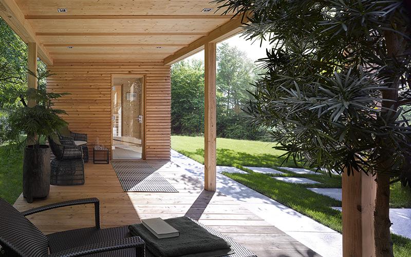 Venkovní sauna Klafs se zastřešeným odpočinkovým místem