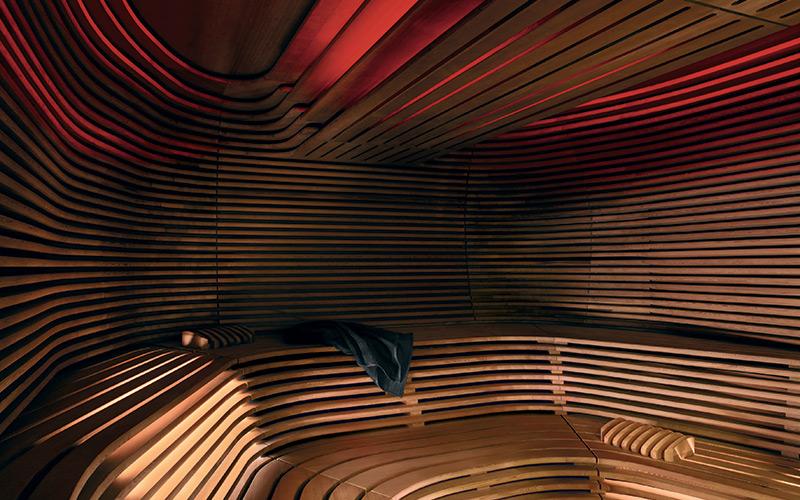 Interiér sauny Biorythm Klafs s designovým řešením obložení