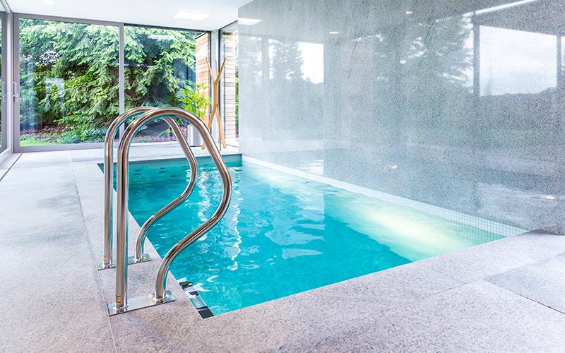 Luxusní betonový bazén Aquamarine Spa v rodinném domě