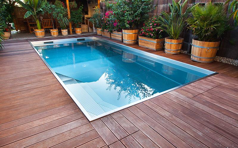 Profesionální nerezový bazén Imaginox se skimmerem na zahradě
