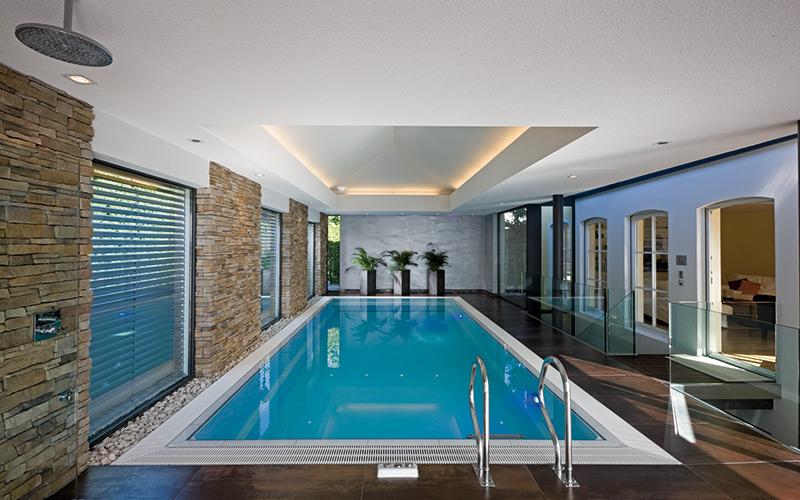 Sklolaminátový přelivný bazén RivieraPool s přelivem