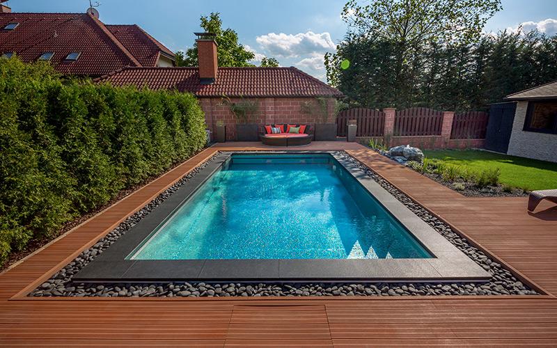 Luxusní nerezový rodinný bazén Imaginox na zahradě se skrytým přelivem
