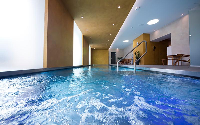Luxusní bazén Imaginox z nerezu se skrytým přelivem a spojený s vířivkou