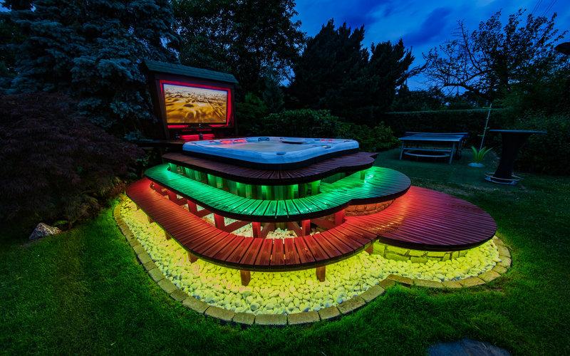 barevně osvětlená vířivá vana Sundance Spas