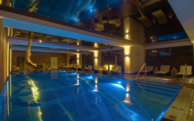 hotelový přelivný bazén z nerezu
