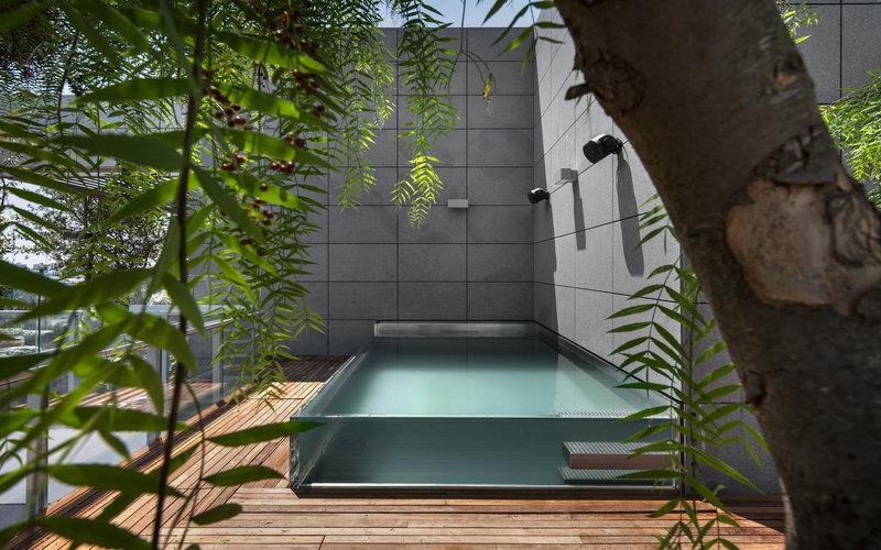 integrovaný nerezový bazén se skleněnými stěnami