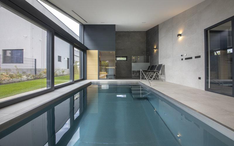Privátní wellness s nerezovým bazénem a saunou