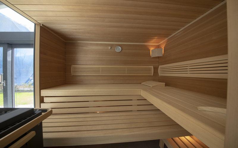 interiérová sauna vedle plaveckého bazénu